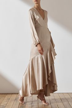 Designed in Australia, Shona Joy's Bridesmaid range explores simplicity and elegance with timeless silhouettes. Explore our full range of The Wedding Edit. Introducing our first ever Bridal Collection - the perfect answer to bridal for the modern muse Muslim Fashion, Modest Fashion, Fashion Dresses, Ladies Fashion, Satin Dresses, Elegant Dresses, Bridesmaid Dresses, Prom Dresses, Look Fashion