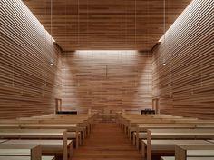 手塚貴晴+手塚由比 / 手塚建築研究所による福岡・北九州市の「軒の教会‐東八幡キリスト教会‐」
