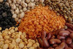 PROTEÍNAS: vegetales que son alimentos de proteina completa son la quinua, amaranto, trigo sarraceno, las semillas de cáñamo, semillas de soja...