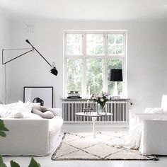 Un salon monochrome dans le style scandinave - a Swedish living Room style Home Living Room, Living Room Decor, Living Spaces, Living Room Inspiration, Interior Inspiration, White Rooms, Scandinavian Home, Home And Deco, Beautiful Interiors