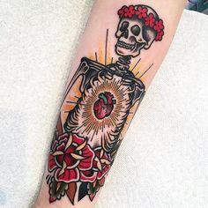 traditional tattoo Traditional Tattoo on I - tattoo Tattoo Motive, Tattoo On, Body Art Tattoos, Cool Tattoos, Mens Tattoos, Armband Tattoo, Forearm Tattoos, Tattoo Photos, Tattoo Clock