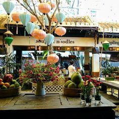 ノスタルジックな世界遺産を満喫!ベトナム・ホイアンのおすすめ観光地15選 Hoi An, Vietnam Travel, Paper Lanterns, Cheap Travel, Chinese New Year, Table Decorations, Attic, Adventure, Living Room