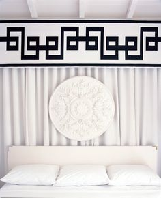 This #medallion adds a contrasting #shape to the #rectangular #headboard at Viceroy Palm Springs