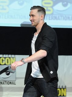 Lee Pace Photos Photos - Actor Lee Pace speaks onstage at Marvel Studios 'Guardians of the Galaxy' during Comic-Con International 2013 at San Diego Convention Center on July 2013 in San Diego, California. - Marvel Studios Panel at Comic-Con Lee Pace Thranduil, Aaron Taylor Johnson, When You Smile, The Dark World, Studio S, Hugh Jackman, Winter Soldier, Hemsworth, Famous Faces