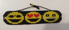 Pulsera hecho en chaquira estilo emojis. Hama Beads, Friendship Bracelets, Beaded Bracelets, Jewelry, Handmade Bracelets, So Done, Style, Jewlery, Jewerly