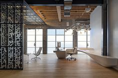 BOY Winner: Extra-Small Office Extra-Small Office: Grant Pixel in San Francisco by Studio O+A.Extra-Small Office: Grant Pixel in San Francisco by Studio O+A. Interior Design Magazine, Office Interior Design, Office Designs, Office Ideas, Cool Office Space, Small Office, Office Spaces, Corporate Interiors, Office Interiors