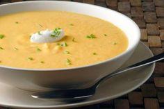 """Μία """"εναλλακτική"""" σούπα... το ίδιο νόστιμη με τις υπόλοιπες. Υλικά 3 μέτριες πατάτες, κατά προτίμηση βιολογικές, ξεφλουδισμένες και κο..."""