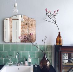 bathroom, cutey vintage meets modern, glass, mirror, wood and tiles.