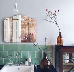 bathroom, cutey vintage meets modern, glass, mirror, wood and tiles.