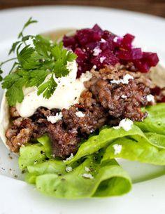 Elg i tortillalefse Nordic Recipe, Food Porn, Beef, Recipes, Moose, Kitchens, Meat, Elk