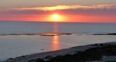 Puesta de sol en la playa de Camposoto , San Fernando, Cádiz San Fernando Cadiz, Andalucia, Celestial, Sunset, Outdoor, Beaches, Beauty Photography, Sunsets, Clouds