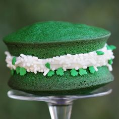 Fun recipe to make green velvet whoopie pies.  Also has links to recipes to make other St. Patty's day desserts.