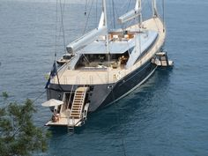 S/Y Vertigo - cool drop down swim platform