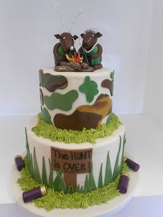 Hunting theme grooms cake. For more inspiration check out our other boards or visit www.veilability.com.au