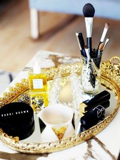 use mirrored trays for makeup