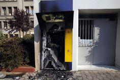 Τίναξαν στον αέρα ATM... και το άδειασαν