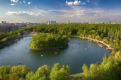 Измайловский парк культуры и отдыха, один из самых лучших и самых больших парков Москвы. Измайловский парк имеет богатую флору и фауну, оставаясь одним из экологически чистых парков Европы. Так же это замечательное место, где можно провести время всей семьёй, с д