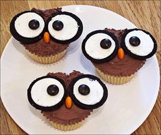owl cupcakes with Oreo eyes & Reeses Pieces for the beak Owl Cupcakes, Yummy Cupcakes, Cupcake Cookies, Cute Snacks, Cute Food, Easy Cakes For Kids, Ladybug Cakes, Owl Cookies, Big Cakes