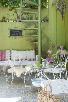 Home Decoration Ideas and Design Architecture. Wrought Iron Garden Furniture, Iron Furniture, Outdoor Rooms, Outdoor Chairs, Exterior Design, Interior And Exterior, Ideas Para Decorar Jardines, House Decoration Items, Exterior Stairs