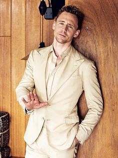 Tom Hiddleston By Eric Ray Davidson, via Torrilla - cocktailsrecipes Tom Hiddleston Loki, Thomas William Hiddleston, Bucky Barnes, Marvel Actors, Loki Marvel, Loki Laufeyson, Attractive Men, Tom Holland, Chris Hemsworth