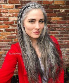Grey Hair Don't Care, Long Gray Hair, Long Silver Hair, Grey Hair Styles For Women, Natural Hair Styles, Curly Hair Styles, Grey Hair Model, Long Hair Older Women, Grey Hair Inspiration