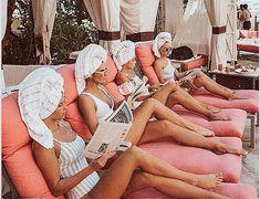 Squad goals uploaded by Jenifer on We Heart It Luxury Girl, Great Women, Best Friend Goals, Squad Goals, Girl Gang, Pink Fashion, Travel Fashion, 90s Fashion, Beach Trip