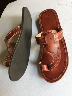 Leather Sandals Flat, Leather Slippers, Mens Slippers, Leather Roll, Leather Men, Shoe Crafts, Shoe Game, Cute Shoes, Casual Shoes