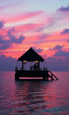 Nothing like a pastel sunset over the ocean in Bali. Live the search!
