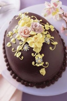 View top-quality stock photos of Decorative Chocolate Cake. Easter Cookies, Easter Treats, Easter Cake, Easter Egg Cake Decorating Ideas, Cupcakes, Cupcake Cakes, Sugar Eggs For Easter, Spring Cake, Easter Chocolate