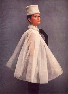 Audrey Hepburn photographed by Richard Avedon for Givenchy. Audrey Hepburn Outfit, Audrey Hepburn Givenchy, Audrey Hepburn Photos, Richard Avedon, Richard Armitage, Divas, Hollywood Glamour, Old Hollywood, Stage Outfit