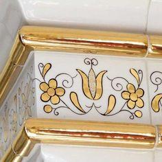 Płytki malowane złotem w kaszubski wzór czepcowy (z manufaktury Nakomiady) Decorative Boxes, Country, Home Decor, Decoration Home, Rural Area, Room Decor, Country Music, Home Interior Design, Decorative Storage Boxes