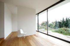 Grossflächige Verglasung schafft Bezug zum Aussenraum im Haus von Töpfer Bertuleit Architekten | Töpfer Bertuleit Architekten