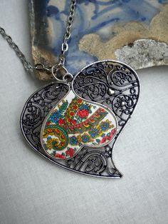 Portugal Viana Folklore Scarf Heart of Minho Necklace от Atrio Filigree Jewelry, Copper Jewelry, John Of Gaunt, Farm Women, Tattoo Project, Hand Shapes, My Heritage, I Love Jewelry, Alex And Ani Charms