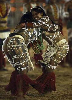indigenous guerreias are like that. Strong, fearless, bold and beautiful.//As guerreiras indígenas são assim. Fortes,destemidas,corajosas e belas.