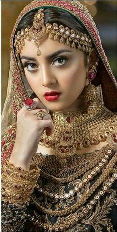 Beautiful Blonde Girl, Beautiful Girl Indian, Most Beautiful Indian Actress, Beautiful Bride, Bengali Bridal Makeup, Indian Bridal Fashion, Pakistani Bridal, Cute Beauty, Beauty Full Girl