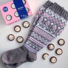 © to the owner Fair Isle Knitting, Knitting Socks, Knit Patterns, Knitting Projects, Color Combinations, Mittens, Slippers, Crafts, Ideas