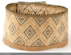 Halslinning Skjortelinning til kvinne. Hardanger Embroidery, Darning, Nordic Style, Folklore, Nordic Fashion, Costumes, Stylish, Culture, Inspiration