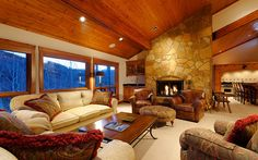 This Deluxe rental is perfectly located at walking distance from lower Green Cabin! After a day of skiing on Snowmass Mountain, enjoy your new home away from home in Snowmass; check-out the spectacular views of the area, soak in the private outdoor hot tub or just cozy-up in front of the fireplace.