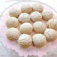 Daha öncede tahinli kurabiye yapmistim ama böylesini ilk defa yaptim cok hafif lezzetli ve agizda dagilan bir kurabiye oldu… Tahinli Cevizli Kurabiye Malzemeler: Yarim su bardagi tahin Yarim …