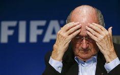 Blatter llama a congreso extraordinario de FIFA para elegir a sucesor.
