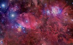 Orione, nel suo rosso splendore/Orion in Gas, Dust, and Stars