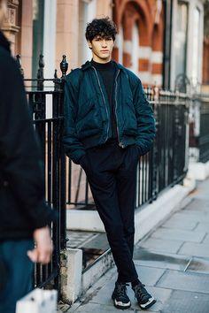 Les meilleurs street looks des mannequins de la Fashion Week homme automne-hiver 2016-2017 sous l'objectif de Jonathan Daniel Pryce.