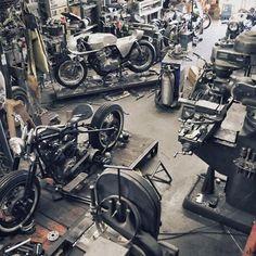 New Motorcycle Garage Workshop Cars Ideas Motorcycle Workshop, Motorcycle Trailer, Motorcycle Shop, Motorcycle Garage, Motorcycle Style, Biker Shop, Motorcycle License, Mechanic Garage, Auto Mechanic