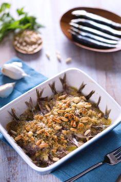 Sarde al forno: un secondo piatto velocissimo da preparare, condito con pangrattato e pinoli! [Baked sardines]