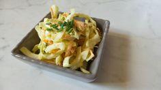 Coleslaw è un'insalata di cavolo cappuccio e carote condita con una golosa salsina. E' un contorno sostanzioso che accompagna secondi piatti di carne.
