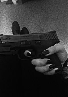 guns for women Gun Aesthetic, Detective Aesthetic, Badass Aesthetic, Bad Girl Aesthetic, Aesthetic Grunge, Armas Wallpaper, Roses Tumblr, Rauch Fotografie, Fille Gangsta