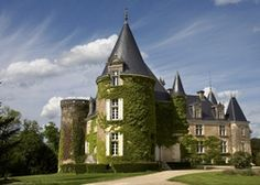 Château de la Côte | France Dordogne Aquitaine. Fairytale castle in a tranquil and secluded countryside setting. Classic French cuisine and grand, traditional interiors
