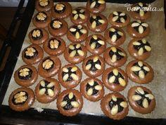 Medovníky s mandľami a so slivkovým lekvárom - Recept Slovakian Food, Baking Recipes, Healthy Recipes, Czech Recipes, Cheesecake, Food And Drink, Cooking, Breakfast, Christmas