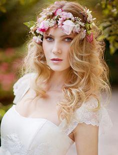 Değişik Kır Düğünü Gelin Tacı ve Kır Düğünü Gelin Saç Modeli
