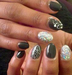 Slight stiletto nails Hot Nails, Hair And Nails, Short Oval Nails, Oval Nail Art, Funky Fingers, White Glitter, Nail File, Mani Pedi, Stiletto Nails